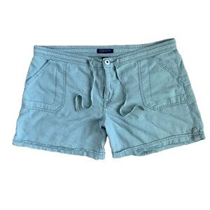 Bandolino mint green shorts size 10